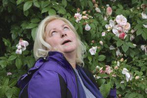 Anna Griestop, verzückt in den Rosen